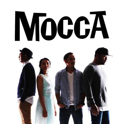 Sebetulnya, genre musik emo sudah mulai berkembang di akhir tahun 80an dan awal 90an, sebagai salah satu label yang awalnya diberikan kepada band btw. Penasaran dengan genre musik Band Mocca? - UKM Band