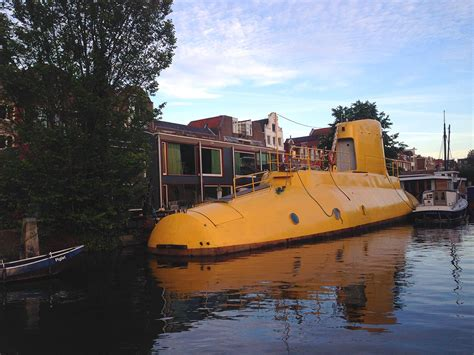 House Boat Rental Amsterdam by Sleep On A Houseboat In Amsterdam Rent A Houseboat In