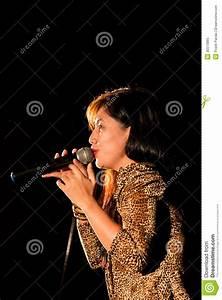 Vocalist Singer Editorial Image - Image: 35513965
