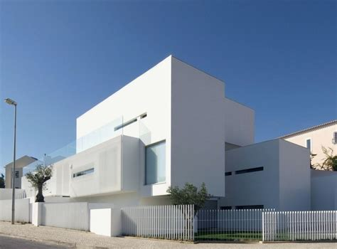 Minimalist White House With Plain Surface By Jorge Mealha