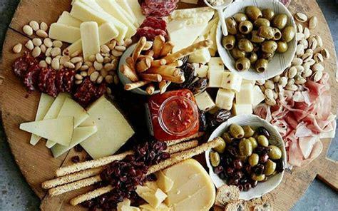 Käseplatte In 6 Schritten Die Perfekte Käseplatte Anrichten