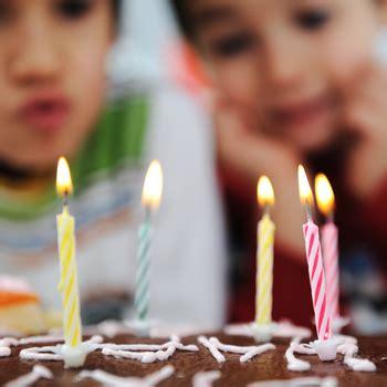 memilih kue ultah pertama anak
