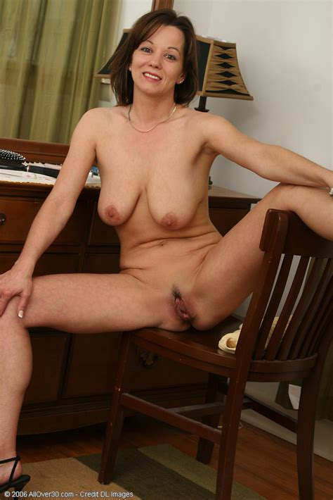 Absolutely Gorgeous Canadian Milf Spreading Her Beaver Pichunter