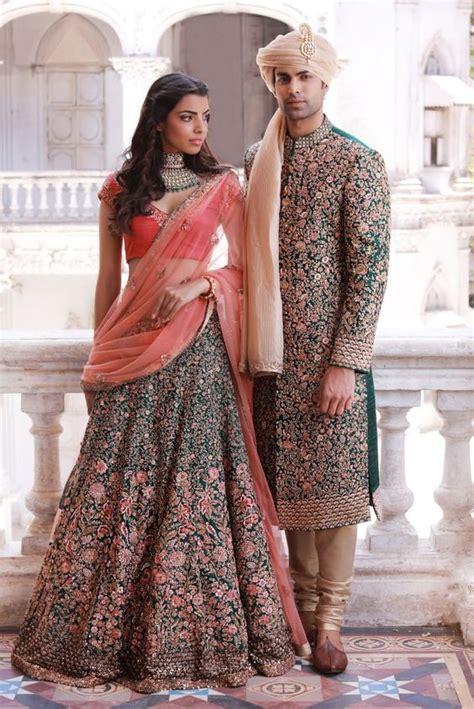 Image about black in dresses by peqchi on we heart it. 17 Inspirasi Gaun Pengantin a la Bollywood untuk Pernikahanmu Nanti. Siapa Tahu Jadi Secantik Kajol