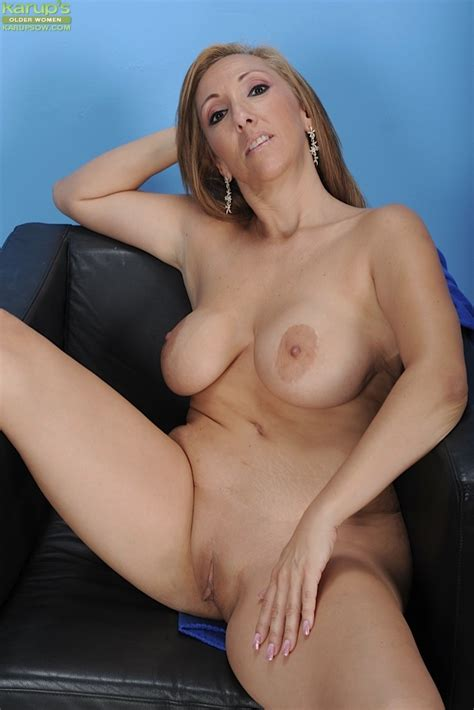 Missy Botellio Mature Getting Naked 65705