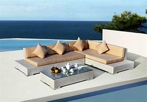 Salon de jardin en resine 100 propositions design pour l for Tapis de sol avec canape de jardin en resine tressee pas cher