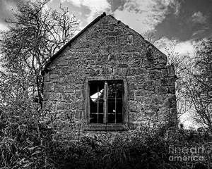 Black And White Creepy House Pictures to Pin on Pinterest ...