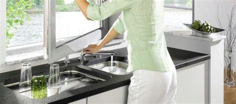 hauteur fenetre cuisine robinet rabattable fenêtre pour évier cuisine mon robinet