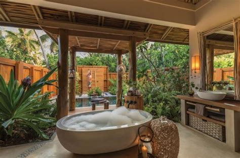 10 Incredible Tropical Bathrooms That Inspire