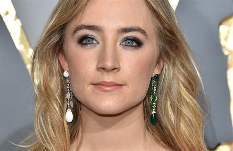 Saoirse Ronan wears two different earrings at the 2016 Oscars