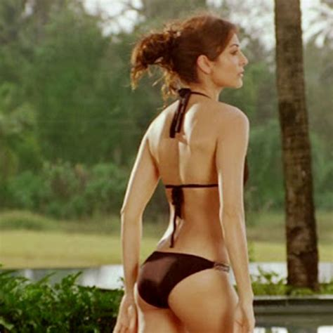 Anushka Sharma Hot Bikini Bra Swimwear Hd Pictures