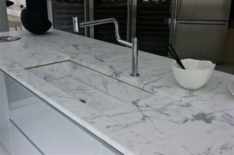 cuisine grise et blanc plans de travail de cuisine marbrerie bonaldi