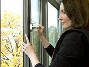 Zigarettengeruch Aus Wohnung Entfernen : zigarettenrauch aus der wohnung entfernen so geht 39 s ~ Watch28wear.com Haus und Dekorationen