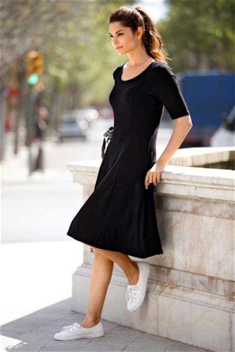 welche schuhe zum schwarzen kleid welche schuhe zum sportlichen kleid trendige kleider f 252 r