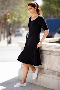 Kleid Mit Jeansjacke : schwarzes kleid kombinieren so geht s ottoinsite ~ Frokenaadalensverden.com Haus und Dekorationen