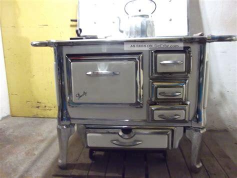 küchenherd mit holzfeuerung alter holzherd klimaanlage und heizung
