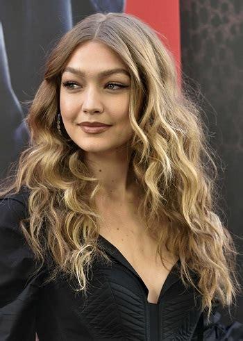 hairstyles gigi hadid long beachy hairstyle