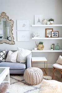 belle decoration a la maison avec le tapis shaggy blanc With tapis shaggy avec canapé pied en bois