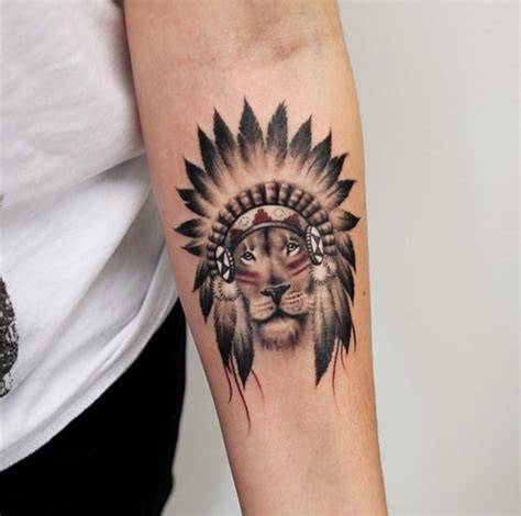 idee tatouage bras homme avec lion tatouage