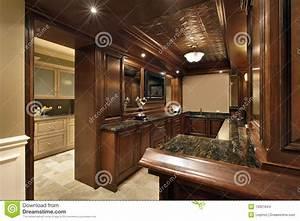 Bar De Maison : bar en sous sol de maison de luxe photo stock image du vivre luxe 19321844 ~ Teatrodelosmanantiales.com Idées de Décoration