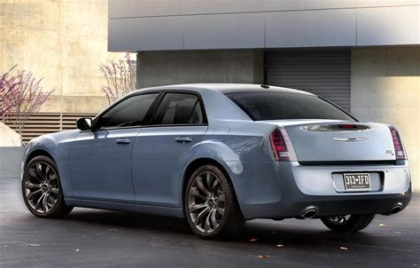 Chrysler 300 Wheels by Chrysler Updates The 300s With New Tech Colors And