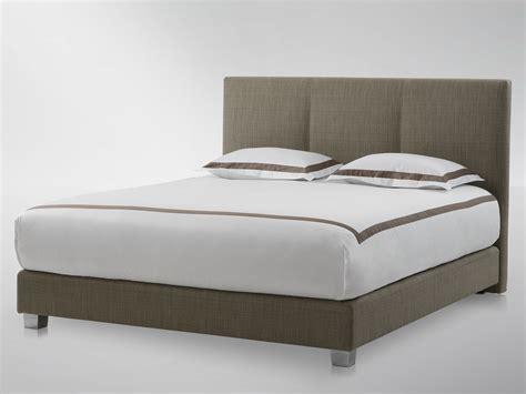 t 234 te de lit haute rembourr 233 e pour lit kate by treca interiors design lang