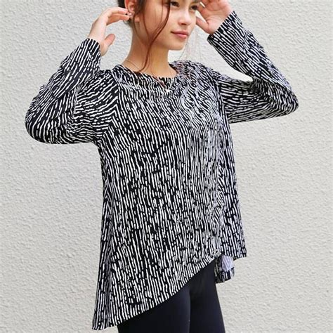 Wir finden für dich die besten und beliebtesten schnittmuster im internet. Vokuhila-Shirt für Damen - gratis Schnittmuster Gr. S - XXL | Vokuhila shirt, Schnittmuster ...