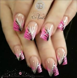 Nägel Lackieren Muster : pink french with hand painted nail design n gel pinterest n gel nageldesign und sch ne n gel ~ Frokenaadalensverden.com Haus und Dekorationen