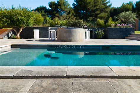 piscine en naturelle travertin gris carrelage et salle de bain la seyne var caro styl