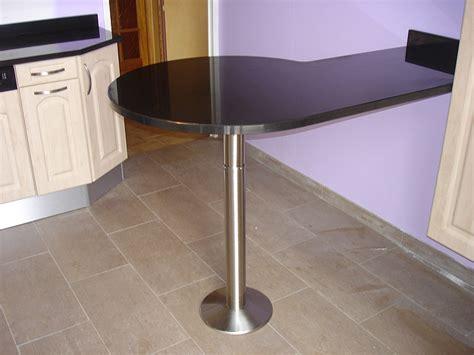 pied de plan de travail cuisine granits déco table bar en granit noir finition