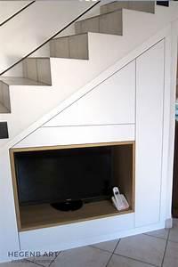 Meuble TV encastré sous escalier Hegenbart