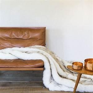 tapis de luxe fausse fourrure et accessoires de ligne pure With tapis oriental avec plaid de luxe pour canapé