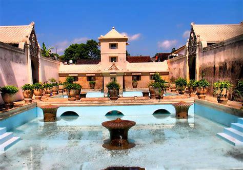 tamansari water castle yogyakarta tourist destination