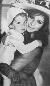 Barbra Streisand and her son Jason Gould | Blonde mother ...