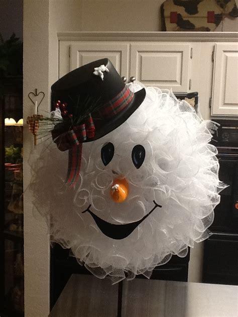 30 DIY Ideas and Tutorials to Make a Snowman Wreath