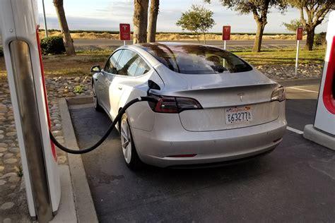 Tesla Model 3 I Primi 30 Esemplari Consegnati Da Elon