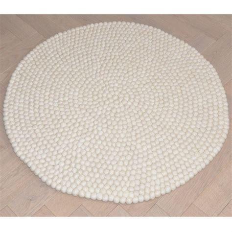 tapis de boules en naturel vert corail beige taupe bopompon