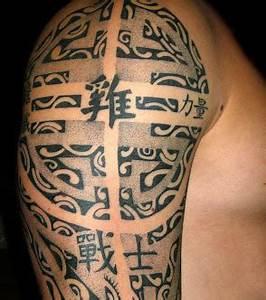 Maorie Tattoo Oberarm : foto polynesian maori tattoo auf dem arm eines mannes ~ Frokenaadalensverden.com Haus und Dekorationen
