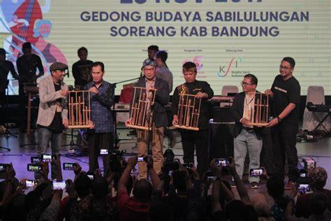 Saat ini grup musik tersebut telah merilis tiga buah album studio, antara lain the adams, v2.05 dan agterplaas. Konferensi Musik Indonesia 2019, untuk Kesejahteraan Musisi Indonesia - POP HARI INI