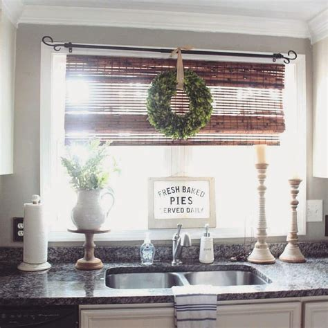 kitchen shades ideas 25 best ideas about kitchen window blinds on