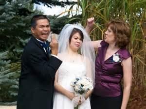awkward family photos wedding 50 awkward wedding photos that destroy the sanctity of marriage