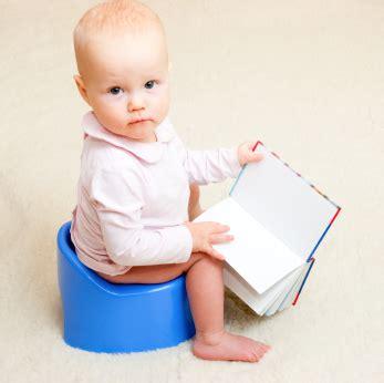 a quel age bébé tient assis dans une chaise haute les premières fois de bébé