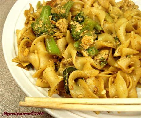 pad thai noodles mye s kitchen pad thai noodles