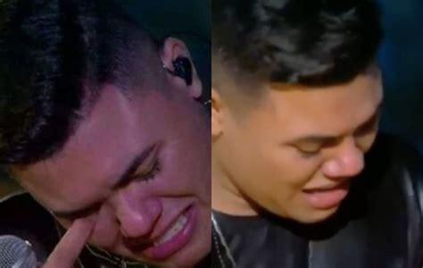 Felipe Araújo chora ao cantar música de Cristiano Araújo ...