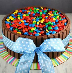 Kit Kat Cake - Mom Loves Baking