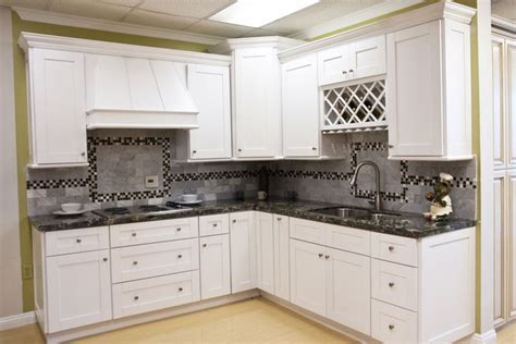 White Shaker Cabinets   AAA Home Design, Southern