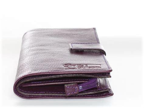 portefeuille tout en  cuir lisse violet