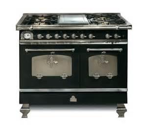 un piano de cuisson 224 l ancienne des pianos de cuisson pour une cuisine de chef c 244 t 233 maison fr