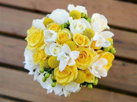 white  yellow wedding bouquets rose flowers wedding