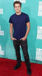 Johnny Simmons Picture 12 - 2012 MTV Movie Awards - Arrivals